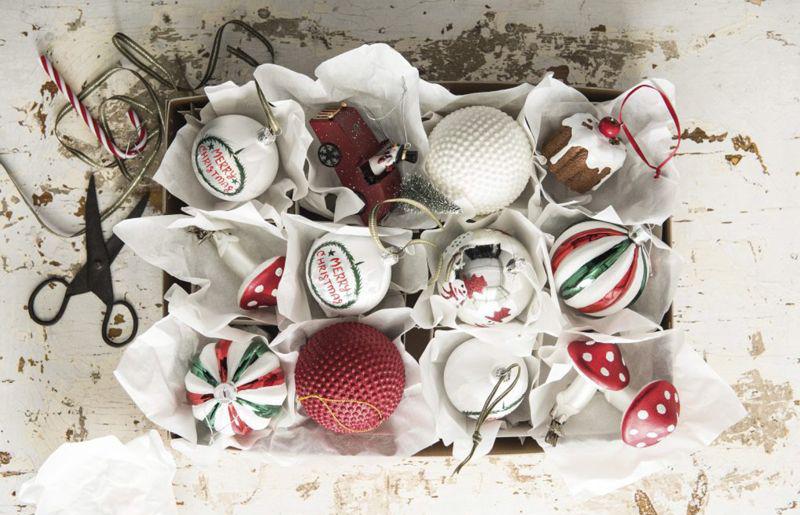 een stijl die in ieder interieur past denk naast een grote kerstboom ook aan kleine varianten en een prachtige amaryllis en natuurlijk mag je de echte