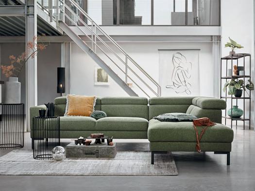 hoekbank nayomi in groen stof bij woonwinkel de ruijtermeubel.